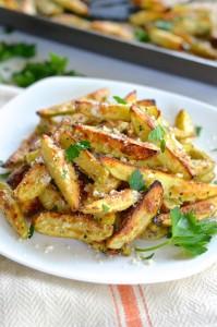 oven-baked-garlic-pamesan-fries-678x1024