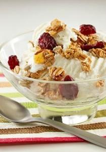 granola-topped-ice-cream-sundae