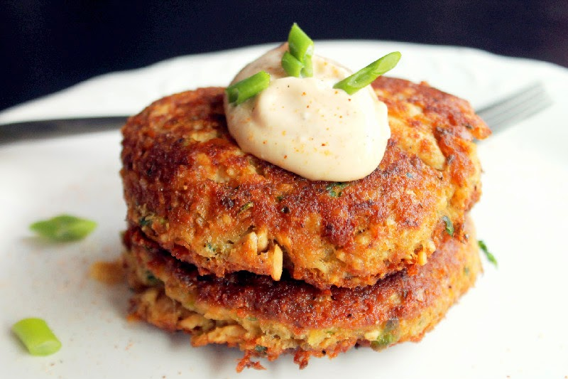 Creole-Salmon-Cakes-with-Hot-Mayo-3-